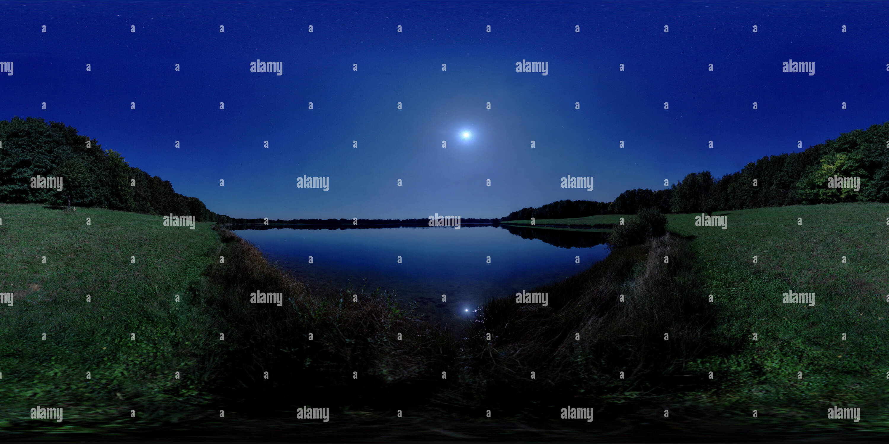 -Bellersheim- Barbarasee bei Vollmond - Stock Image