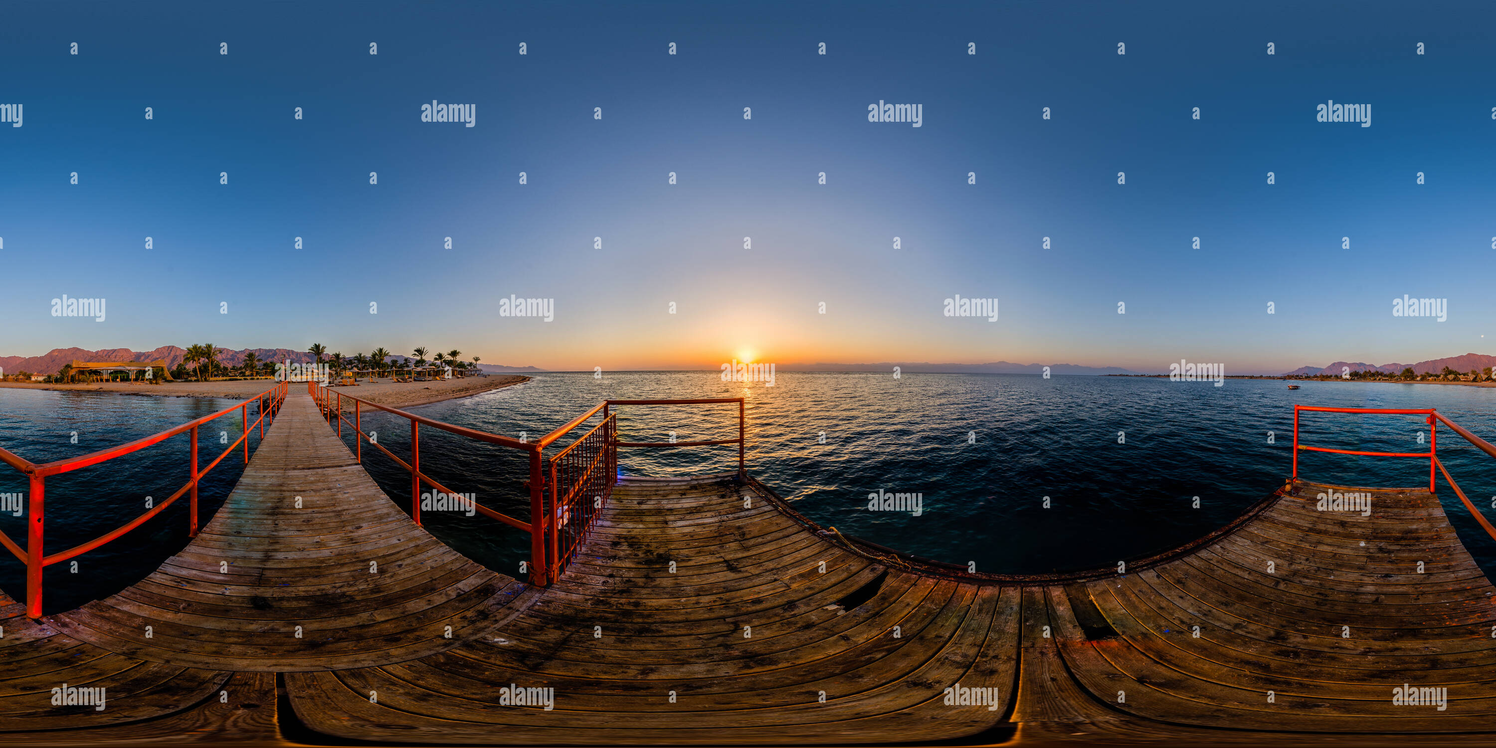 Sunrise over Helnan Nuweiba Dock - Stock Image