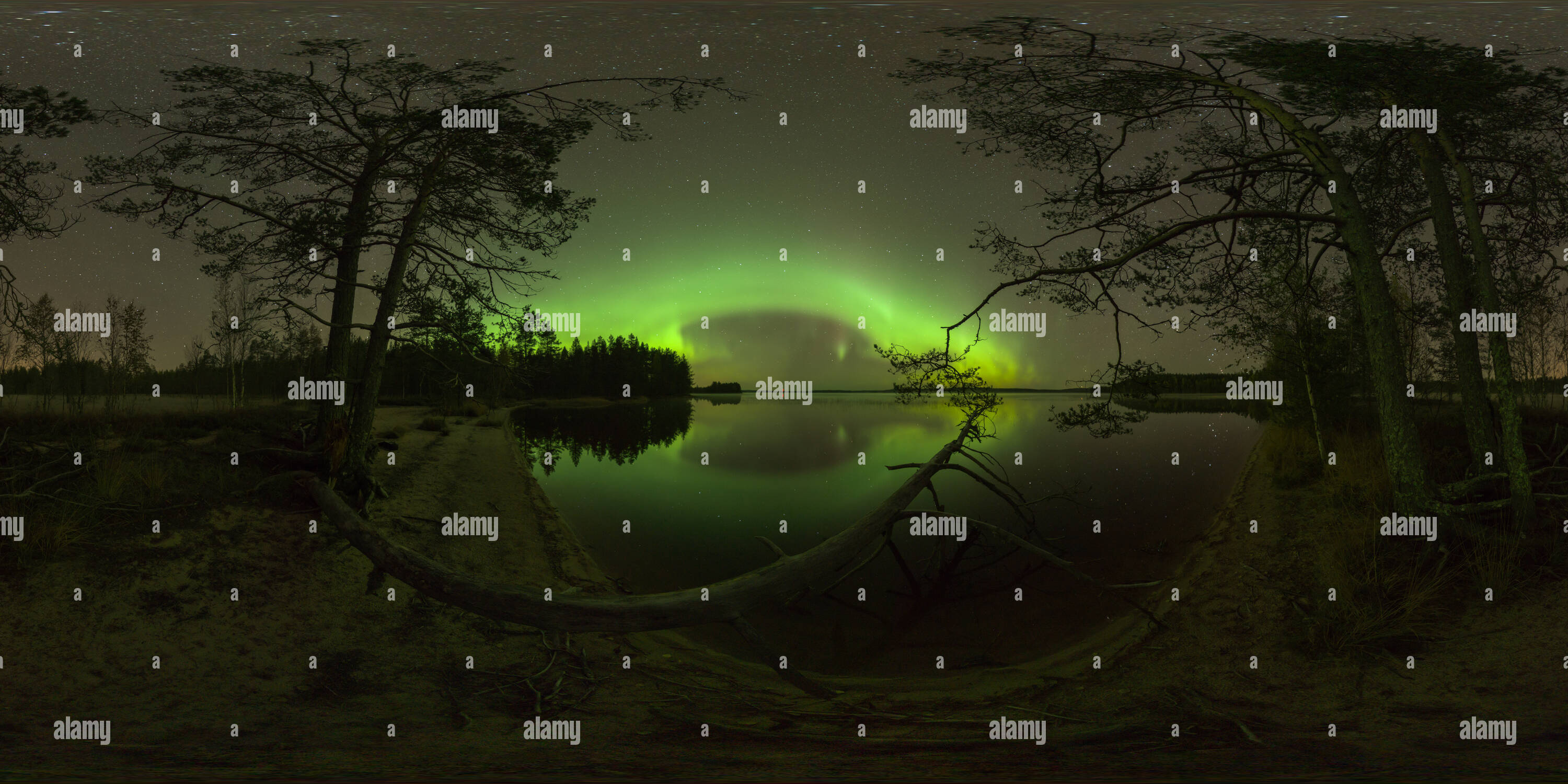 Northern lights reflecting off of mirror-like lake Älänne in Lapinlahti, Finland - Stock Image