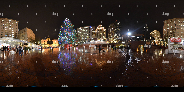 Portland Christmas Tree.360 View Of Portland Christmas Tree 02 229198261 Alamy