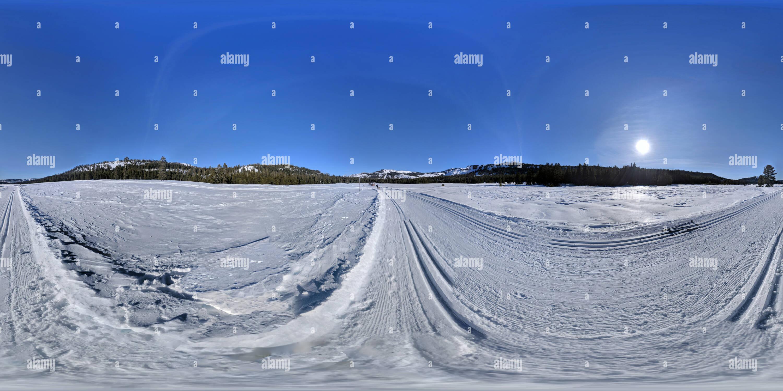 Skiing in Van Norden Meadow at Donner Summit - Stock Image