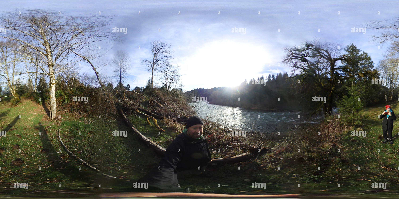 Vista panorámica en 360 grados de Garrafa Camping - 360 Selfie por el Río - Logsden Siletz, Oregon