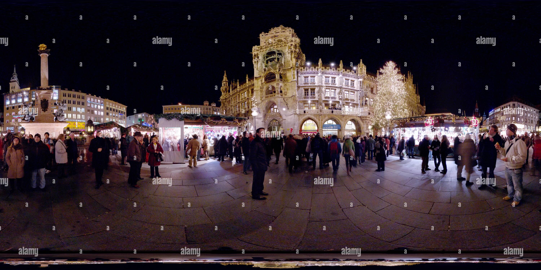 Weihnachtsmarkt durante la noche Imagen De Stock