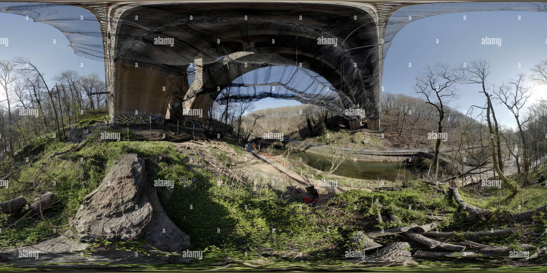 Puente de la Avenida Henry con Net Imagen De Stock