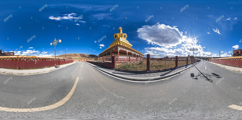 La gran(甘孜亞青寺大菩提塔 Bodhi),Yarchen Gar, Ganzi, Sichuan, CN. Imagen De Stock