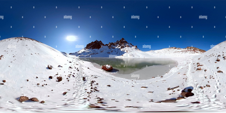 Roto y sin nombre Top Mountain Lake, Oregon Novemeber 8th 2018 Imagen De Stock