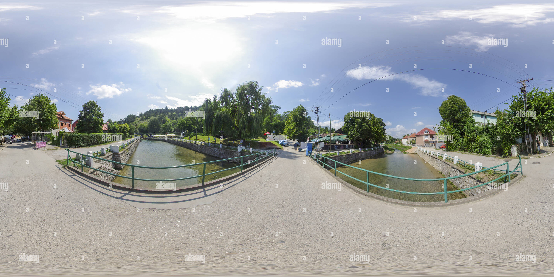Puente sobre el río en verano, Bela Palanka Imagen De Stock