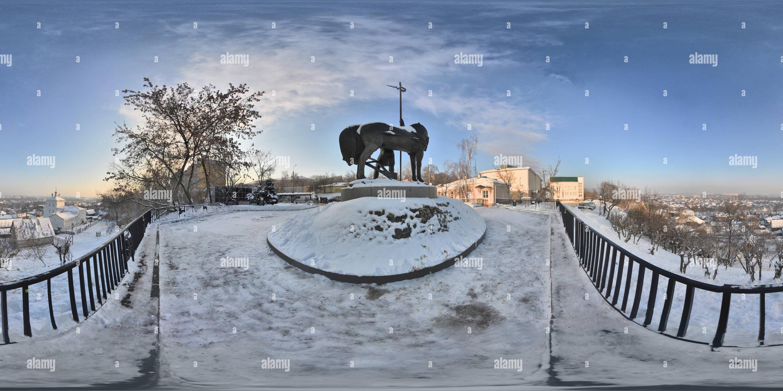 Pervoposelenetz (Monumento al primer colono), un panorama de la ciudad desde detrás de la estatua, el invierno Imagen De Stock
