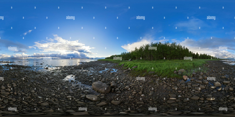 Después de una tormenta costera rocosa en Pateniemi, Oulu, Finlandia Imagen De Stock