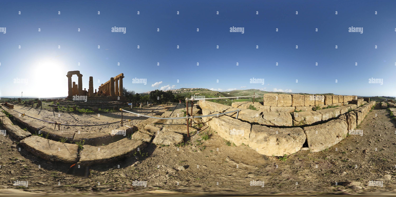 El Templo de Juno en el Valle de los templos, Agrigento. Imagen De Stock