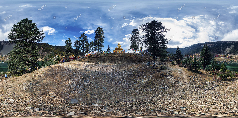 Monasterio Tsoka Buda de Oro(甘孜新龍縣措卡寺金佛) Xinlong, Condado de Ganzi, Sichuan, CN. Imagen De Stock