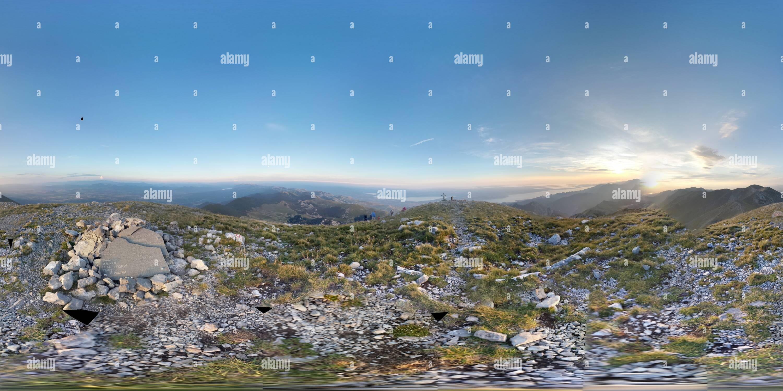 Sunset panorama adoptadas en la cumbre de montaña Sveto Brdo - 1775m Imagen De Stock