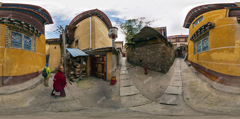 Residencia(甘孜新龍縣民居 tibetano), Condado de Xinlong, Ganzi, Sichuan, CN. Imagen De Stock