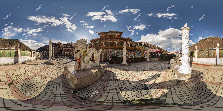 Templo tibetano(Rulong 甘孜新龍縣則熱寺), Ciudad, Condado, Xinlong Ganzi, Sichuan, CN. Imagen De Stock