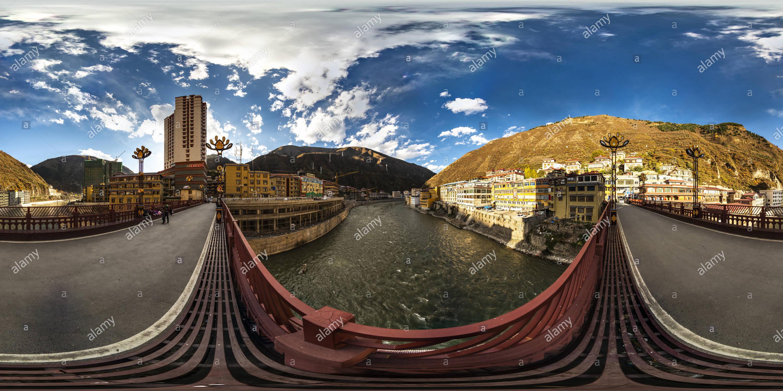 Río Yalong(甘孜新龍縣雅礱江), Ciudad Rulong Xinlong, Sichuan, CN. Imagen De Stock