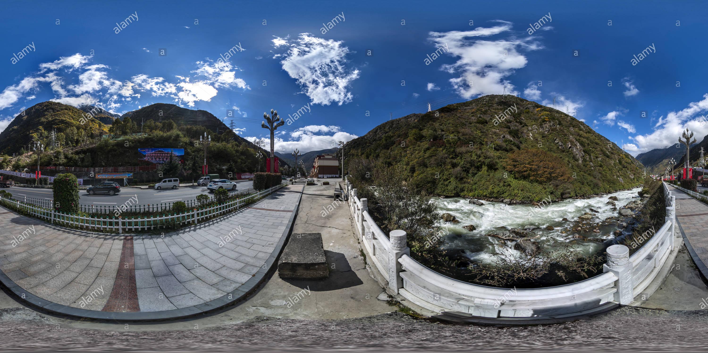 Kangding(甘孜康定市區), Ganzi, Sichuan, CN. Imagen De Stock