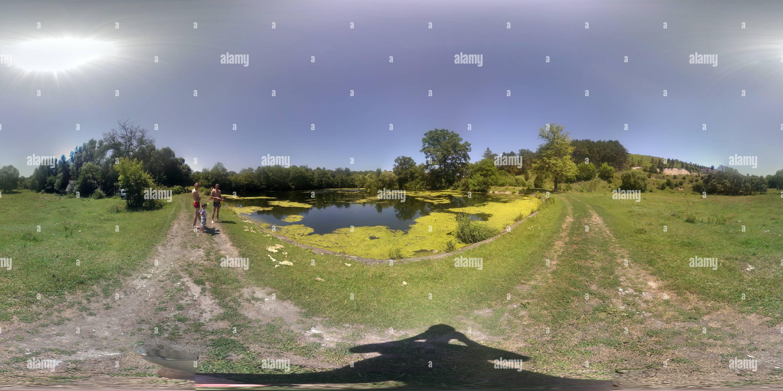 En la aldea de estanque Imagen De Stock