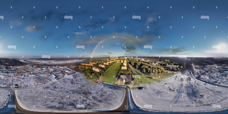 Ciudad Puschino de invierno a verano Imagen De Stock