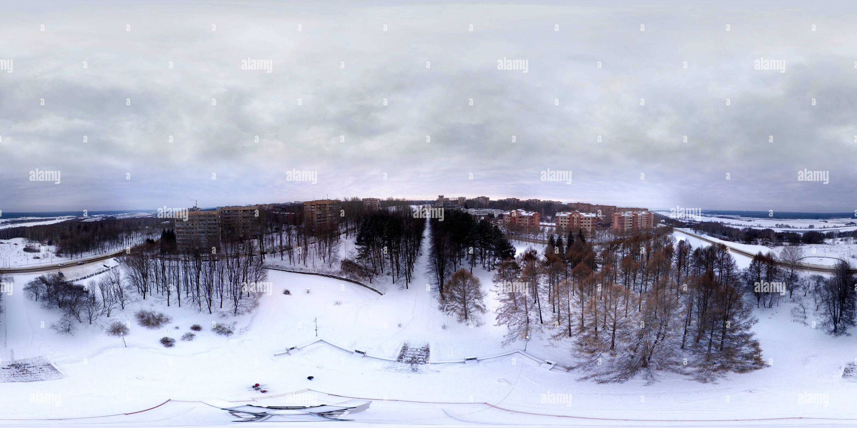 Encima del monumento en el parque Victoria. Puschino. Imagen De Stock