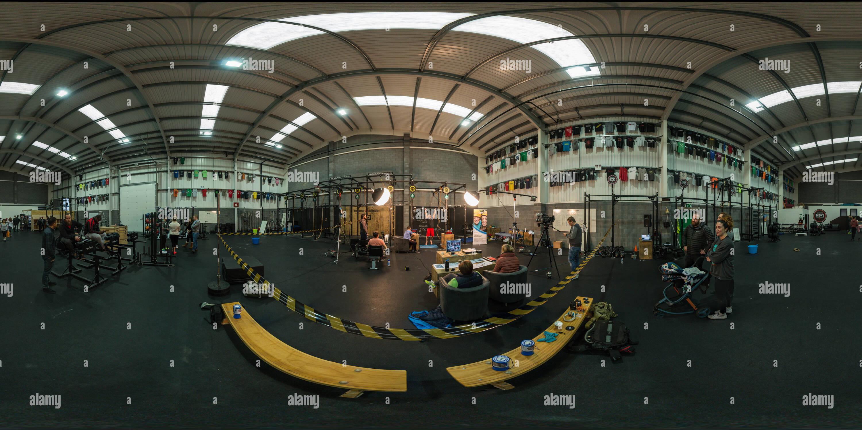 Danny Watson's record mundial de 24 horas en CrossFit tire hacia arriba reto 3D en Manchester Imagen De Stock