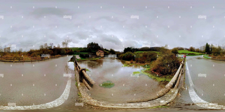 Antiguo Molino de allí - río Larraun. Imagen De Stock