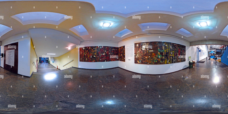 Hall de entrada do Sesc Ramos Exposição Latifúndio de Raimundo Rodríguez Imagen De Stock