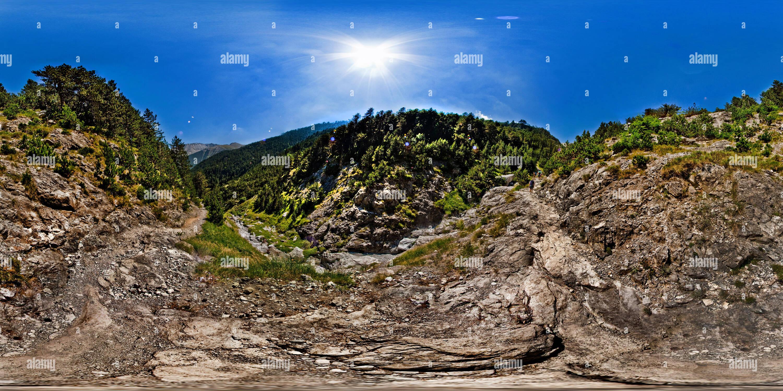 Montaña Olympos Grecia - El camino al refugio Agapitos Spilios Imagen De Stock