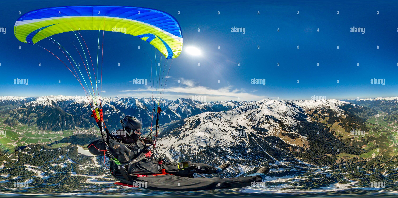 El parapente en Zillertal Imagen De Stock