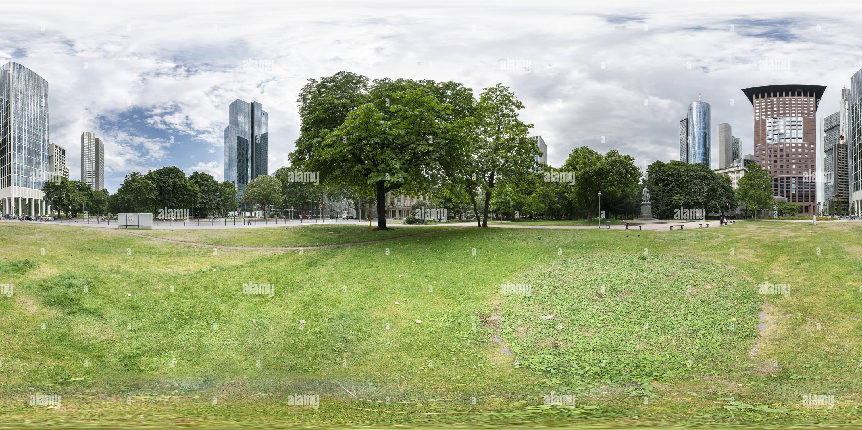 El parque Gallusanlage en Frankfurt. Imagen De Stock