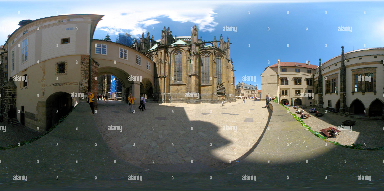 Vue panoramique à 360° de Château de Prague - II