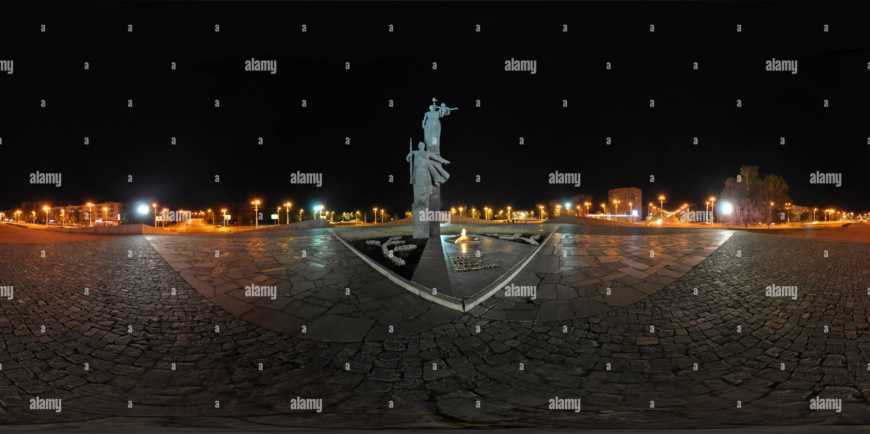 Monument de la gloire militaire et du Travail (Victory Memorial), l'été, nuit Photo Stock