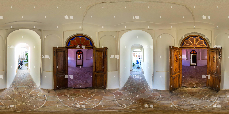 Maison de l'assurance-emploi l'onglet onglet Architecture iranienne porte Couloir Tabatabaei au sein Maison historique Photo Stock
