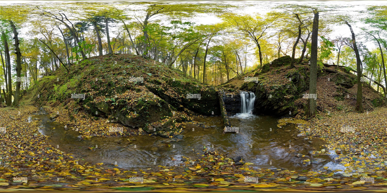 Cascade sur le ruisseau Hucak Photo Stock