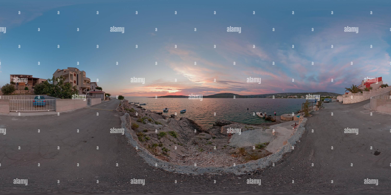 Le Coucher du soleil de la côte de la Croatie Photo Stock