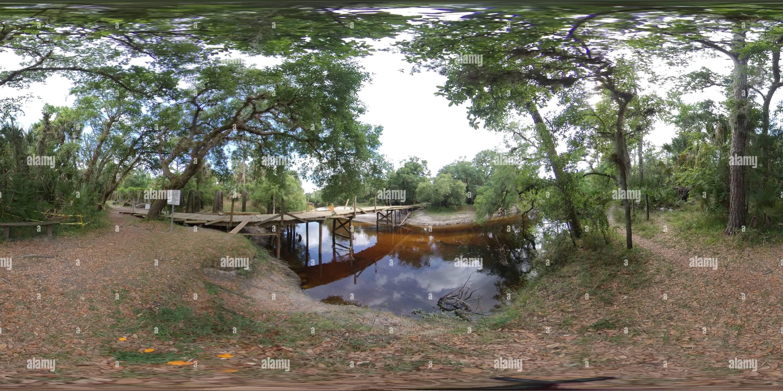 Pont piétonnier de la rivière Econ en Construction 2019 Photo Stock