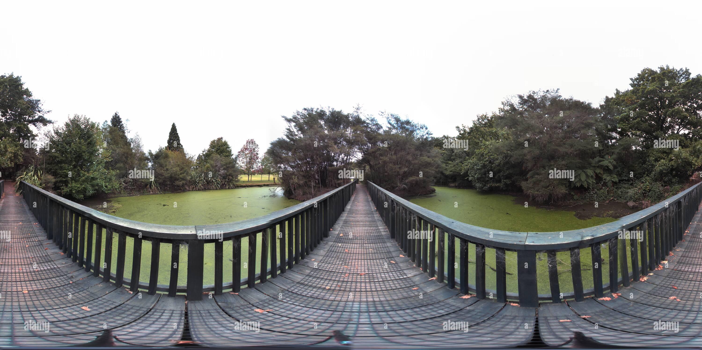Des ponts à travers l'étang rotorua nouvelle zélande Photo Stock