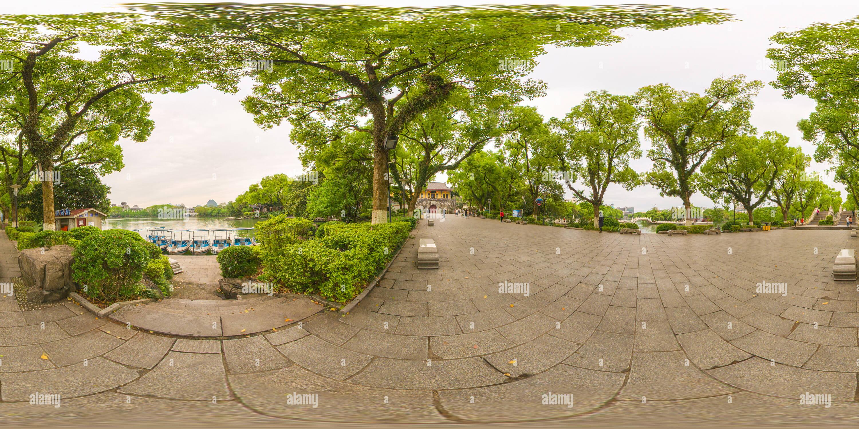 Ronghu Lake et l'ancienne porte de la ville Photo Stock