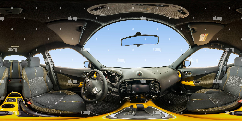 À l'intérieur du Nissan Juke intérieur jaune Photo Stock