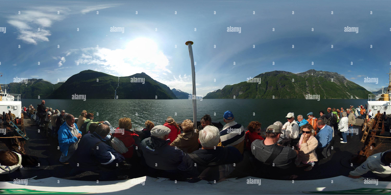 Sur le pont avant du MS Nordstjernen Hurtigruten sur sa façon de Geiranger Photo Stock