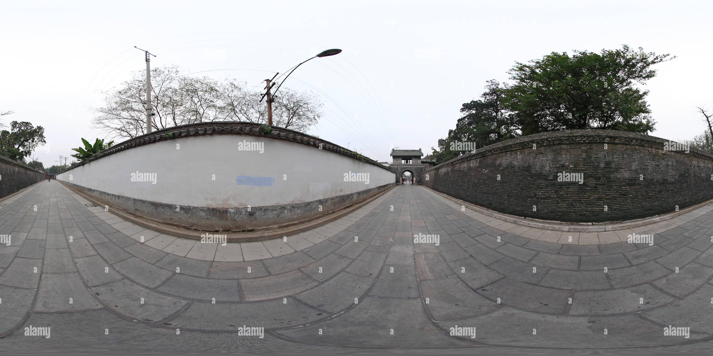 Qingdao Qufu - Temple de Confucius à l'extérieur de la tour de l'horloge Photo Stock