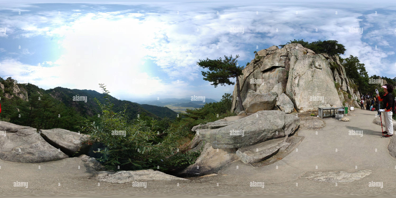 Rocher sculpté Statue de Bouddha assis Mt Nam San à Kyong Ju Photo Stock