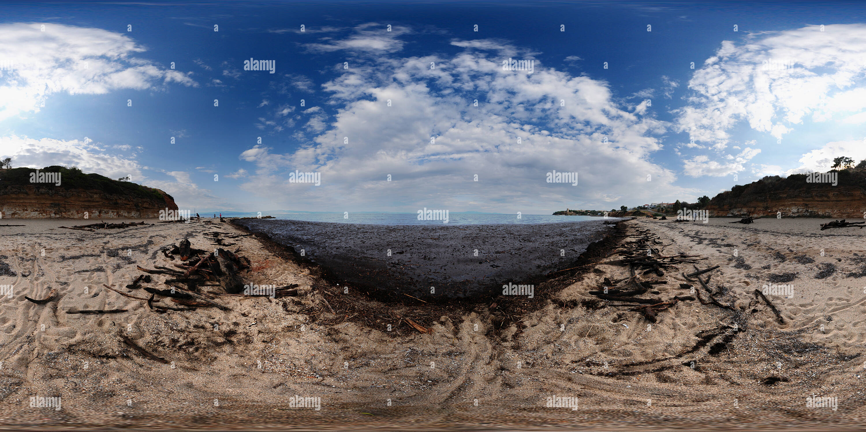 La plage de Nea Fokea après la tempête Photo Stock