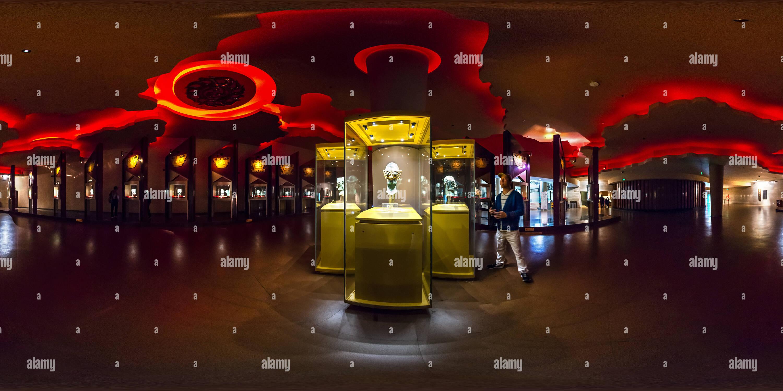 Tête en bronze avec masque d'Or (三星堆博物館金面罩銅人頭),Musée Sanxingdui, Shanghai, CN Photo Stock