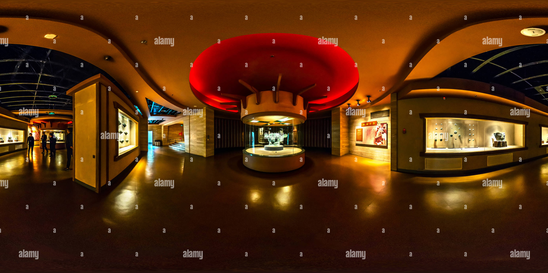 Masque en bronze avec les yeux (三星堆博物館青銅縱目面具), musée de Sanxingdui, Shanghai, CN Photo Stock