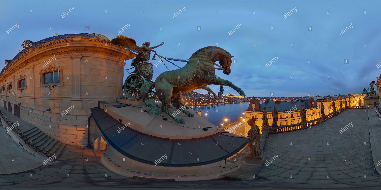 Théâtre National, deux Trigas, des statues d'Apollon et les Muses Photo Stock