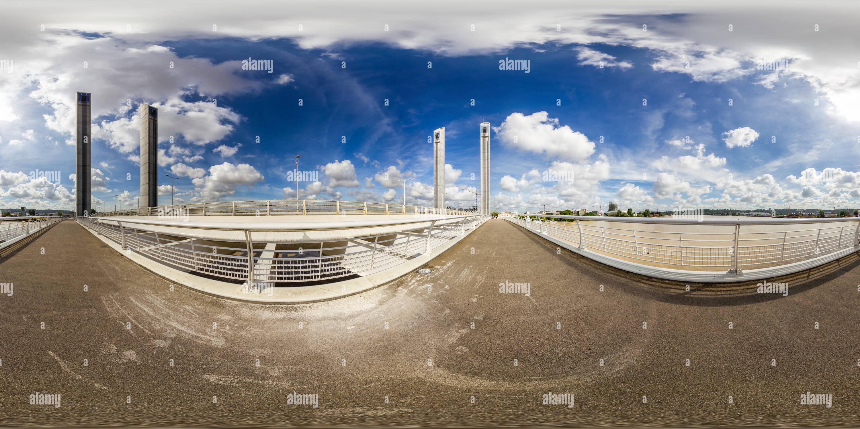 Nel mezzo di una verticale-ponte di sollevamento a Bordeaux Immagini Stock